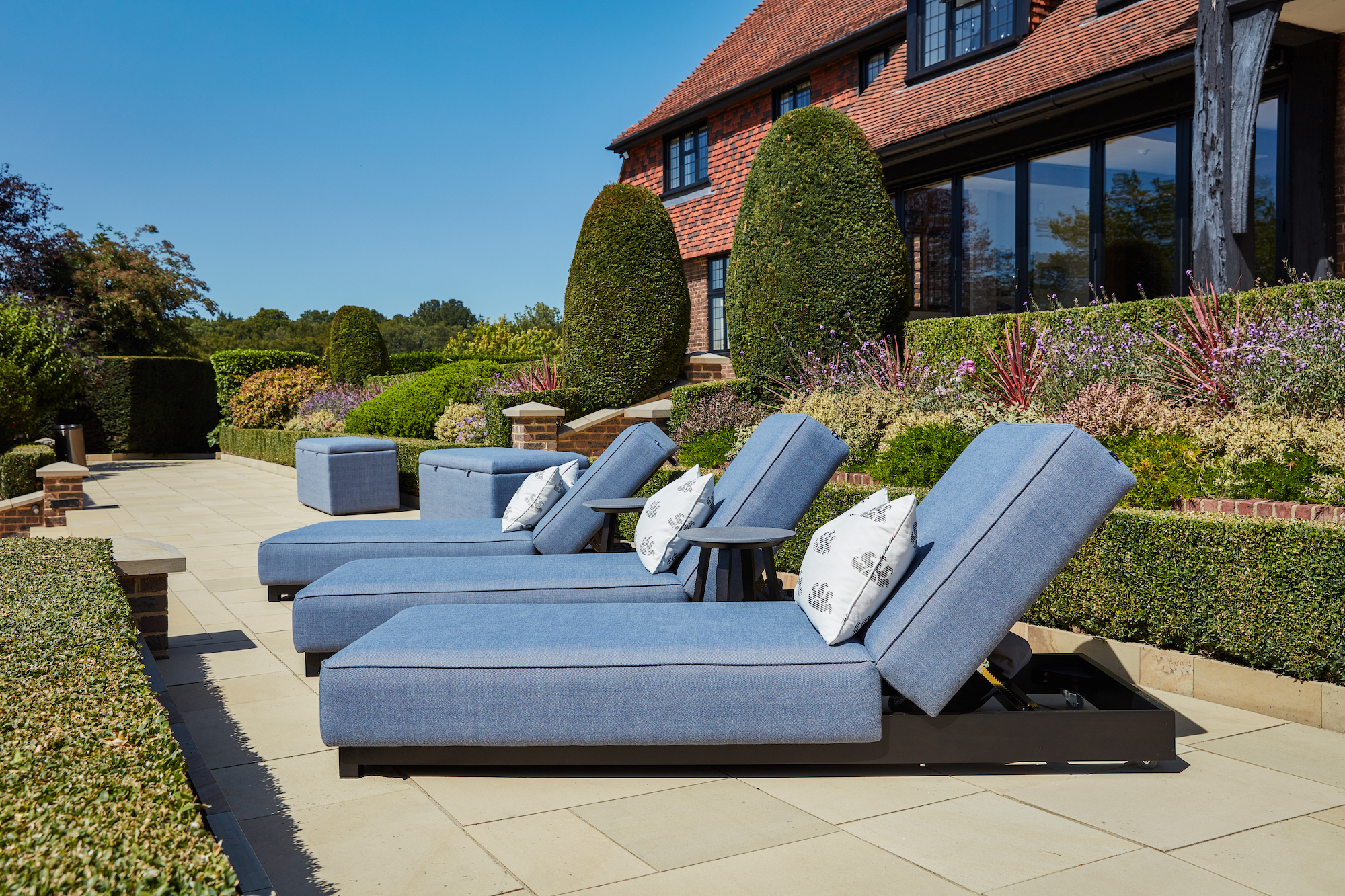 Outdoor luxury loungers